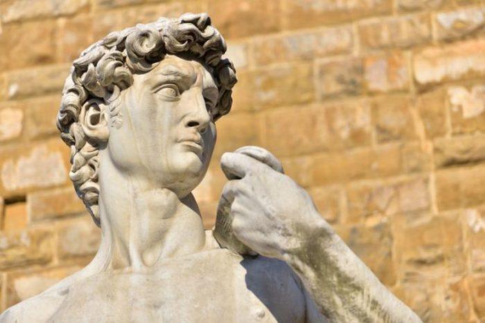 Статуя «Давид» работы Микеланджело Буонарроти на Пьяцца делла Синьоррия во Флоренции, Италия